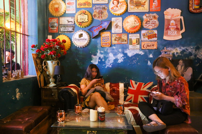 120-year-old Saigon building hosts a Yankee theme - 2