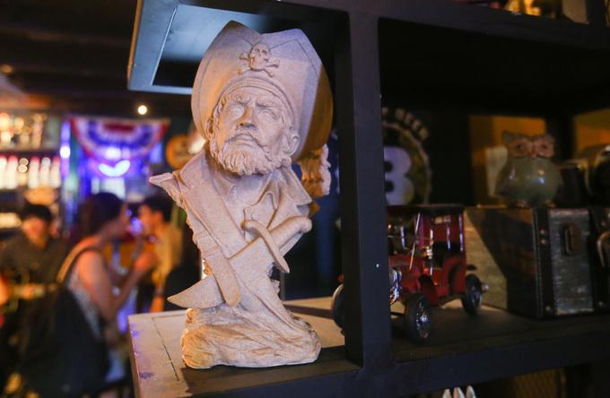 120-year-old Saigon building hosts a Yankee theme - 5