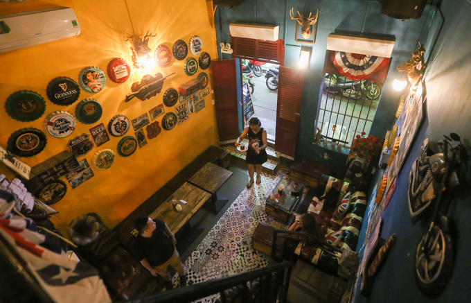 120-year-old Saigon building hosts a Yankee theme - 8
