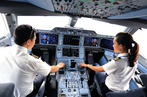 Vietnam Airlines pilots earn much less than budget carrier peers