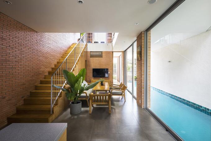 Nhà Sài Gòn giấu bể bơi dài 11 mét trong phòng khách
