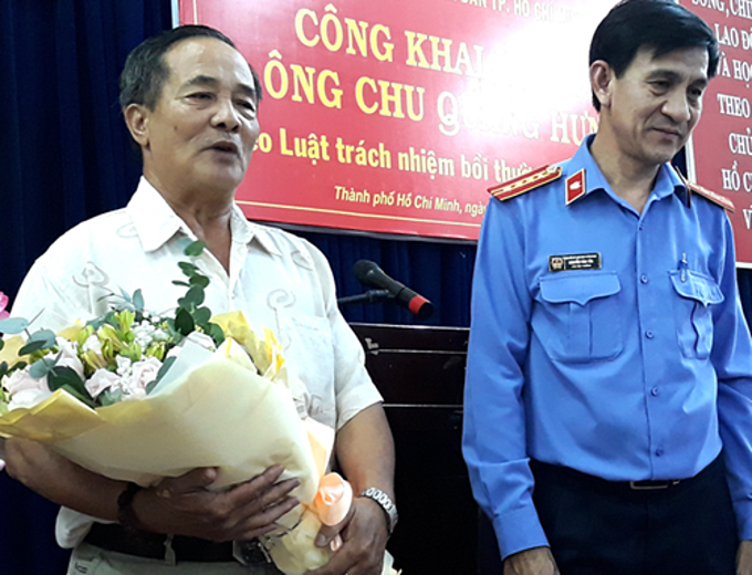Falsely accused Chu Quang Hung and Nguyen Van Tan, Vice President of The Peoples Procuracy of HCMC. Photo by Hai Duyen.