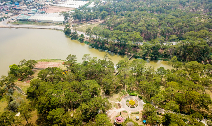In Da Lat, a lake sighs over Shakespearean tragedies