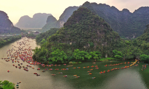 Trang An River a riot of color for two-day festival
