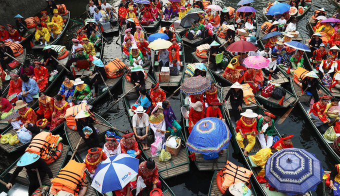 Trang An River a riot of color for two-day festival - 1