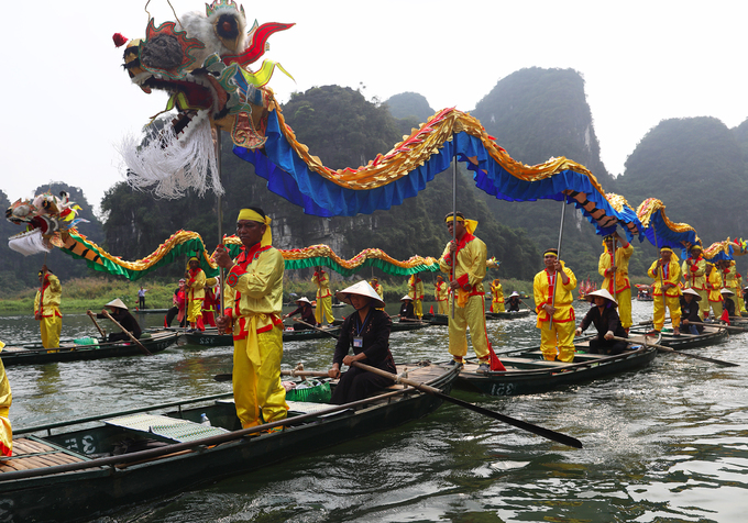 Trang An River a riot of color for two-day festival - 2