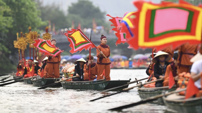 Trang An River a riot of color for two-day festival - 3