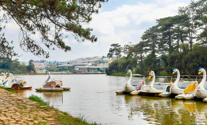 In Da Lat, a lake sighs over Shakespearean tragedies - 7