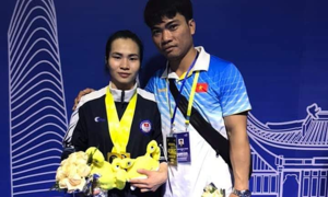 Vietnamese star athlete wins three gold medals at Asian Weightlifting Championships