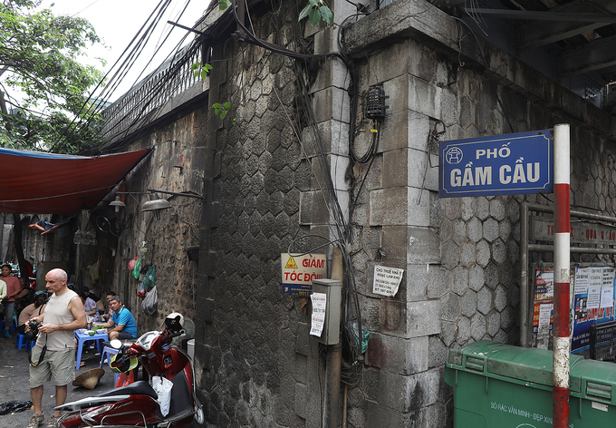 Hanoi reclaims arches under Old Quarter bridge
