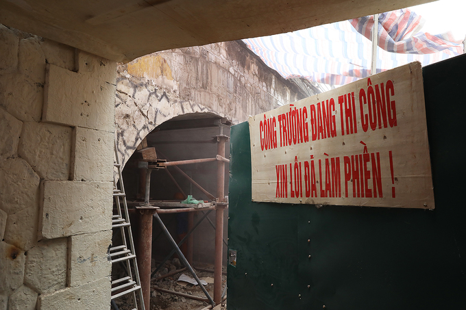 Hanoi reclaims arches under Old Quarter bridge - 1