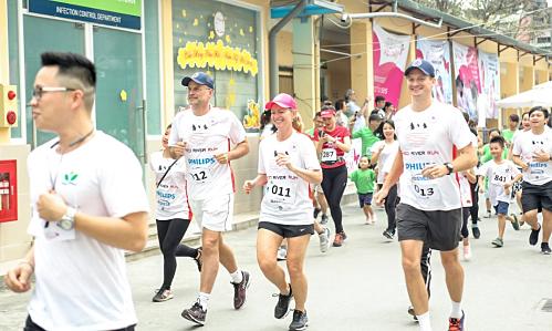 Philips Vietnam sponsors Red River Run to help reduce neonatal mortality
