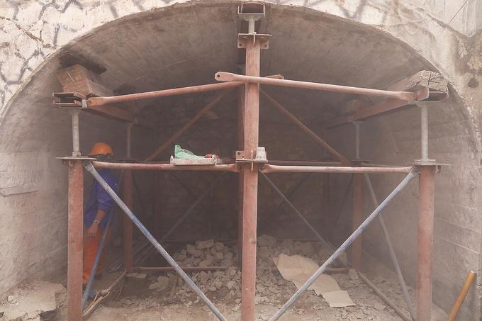 Hanoi reclaims arches under Old Quarter bridge - 5