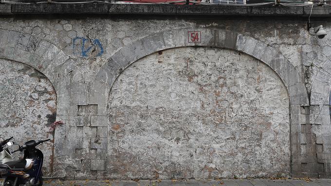 Hanoi reclaims arches under Old Quarter bridge - 6