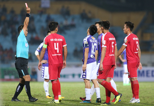 Vietnamese football needs good referees more than video assistance