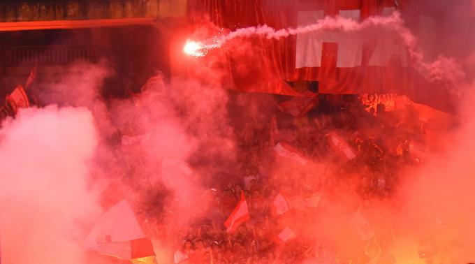 In bizarre decision, Hanoi FC penalized for opposition fans lighting flares