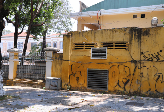 Graffiti deface Da Nang streets, annoy authorities - 1