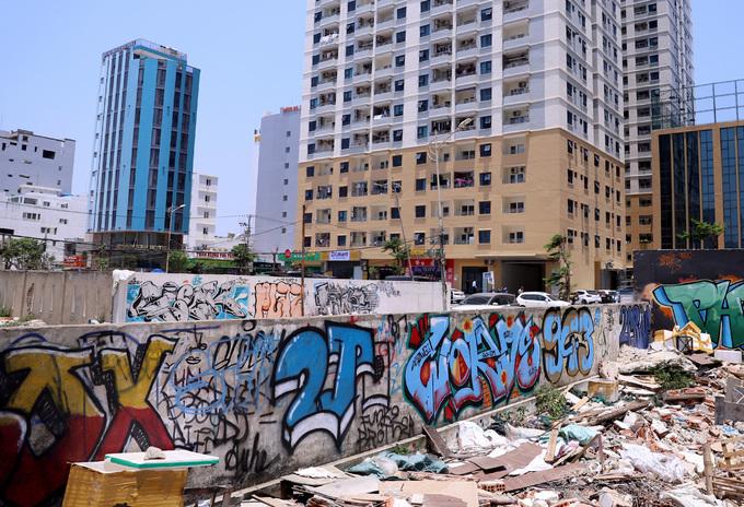 Graffiti deface Da Nang streets, annoy authorities - 7