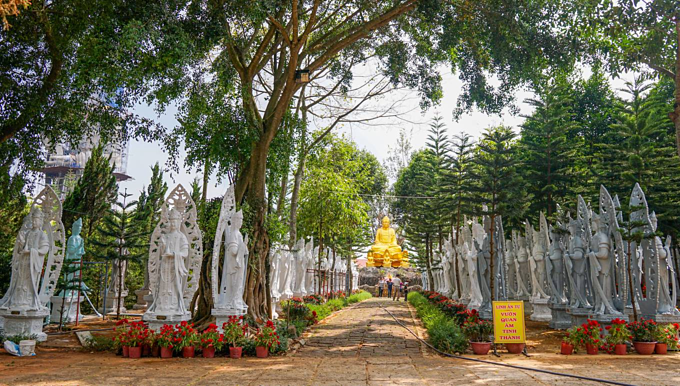 On a hill in Vietnam, 500 compassionate bodhisattvas meditate - 2
