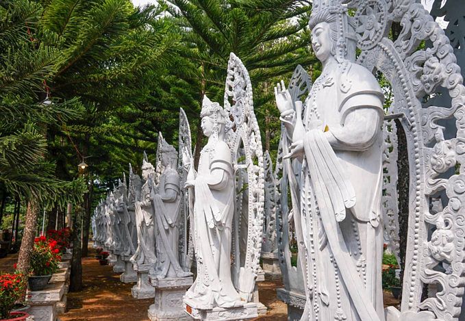 On a hill in Vietnam, 500 compassionate bodhisattvas meditate - 3