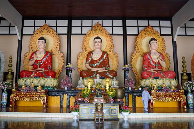 On a hill in Vietnam, 500 compassionate bodhisattvas meditate - 6