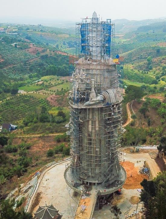 On a hill in Vietnam, 500 compassionate bodhisattvas meditate - 7