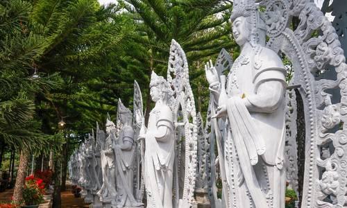 On a hill in Vietnam, 500 compassionate bodhisattvas meditate
