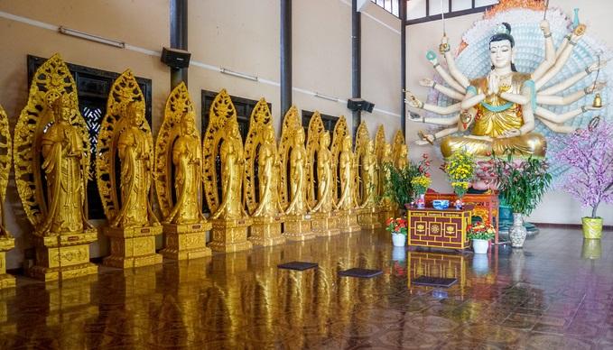 On a hill in Vietnam, 500 compassionate bodhisattvas meditate - 5