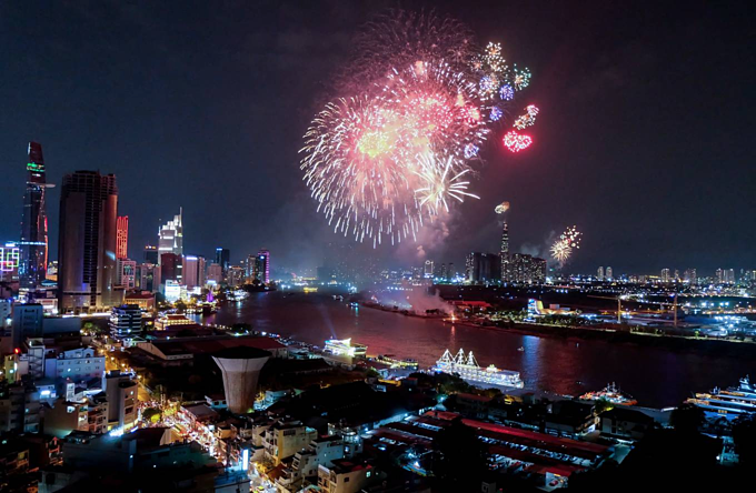 Saigon skyline dazzles to celebrate two historic days - 2