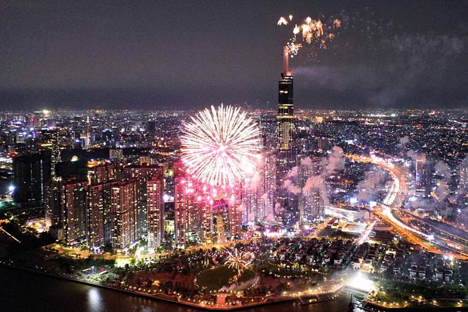 Saigon skyline dazzles to celebrate two historic days - 1