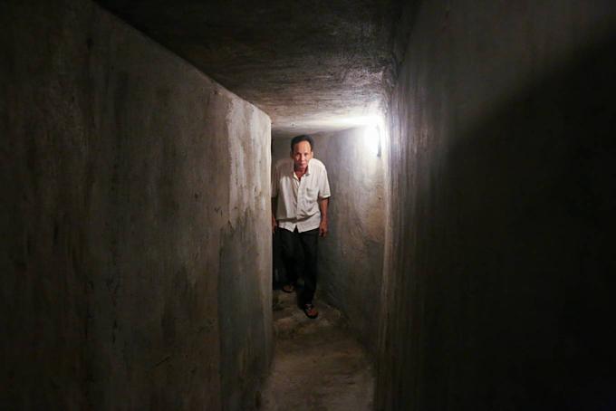 A weapons vault vaults into a café in Saigon - 4