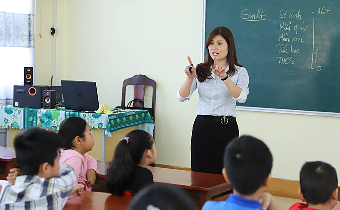 A class about sexual harassment is piloted by a local teacher in a Da Nang City school. Photos by VnExpress/Nguyen Dong