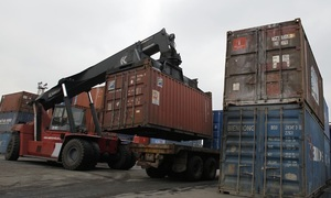 Vietnam sees $700 million trade deficit in April