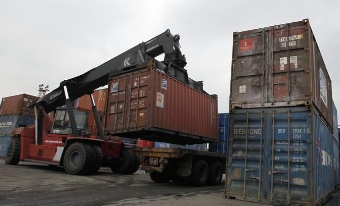 Vietnam sees $700 million trade deficit in April