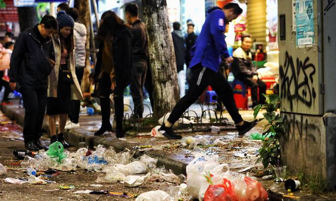 Hanoi records people littering downtown pedestrian zone