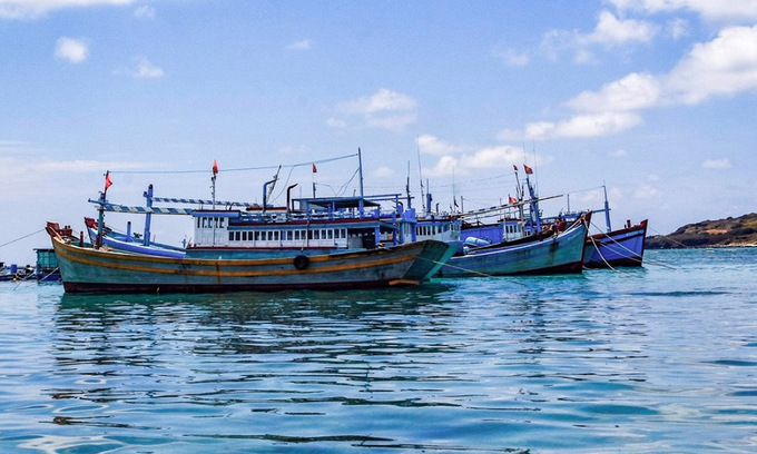 Vietnam rejects China's fishing ban in South China Sea