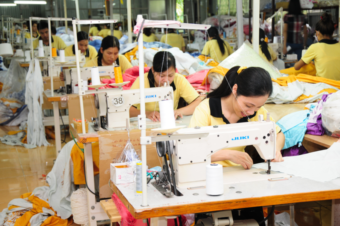 Vietnam cannot continue down low-cost labor path: PM