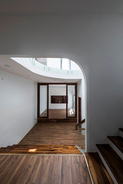 A Saigon house staircase creates friendly spaces - 9