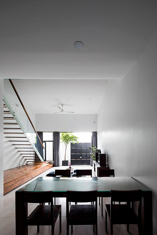 A Saigon house staircase creates friendly spaces - 4