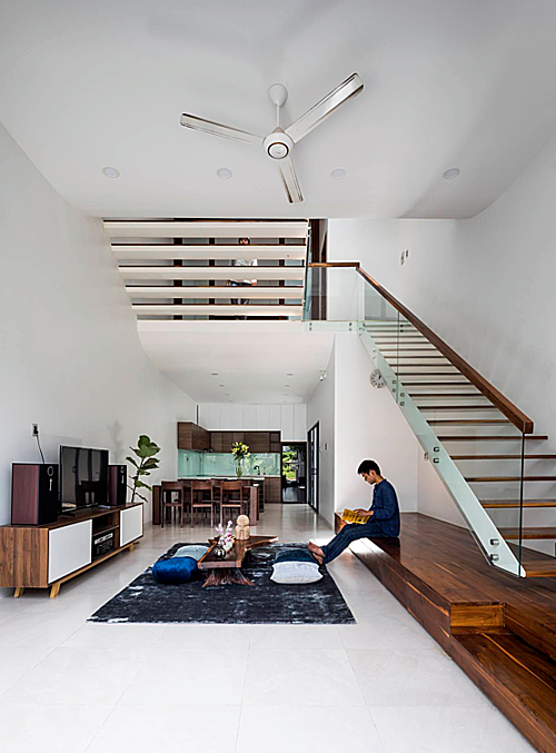 A Saigon house staircase creates friendly spaces - 5