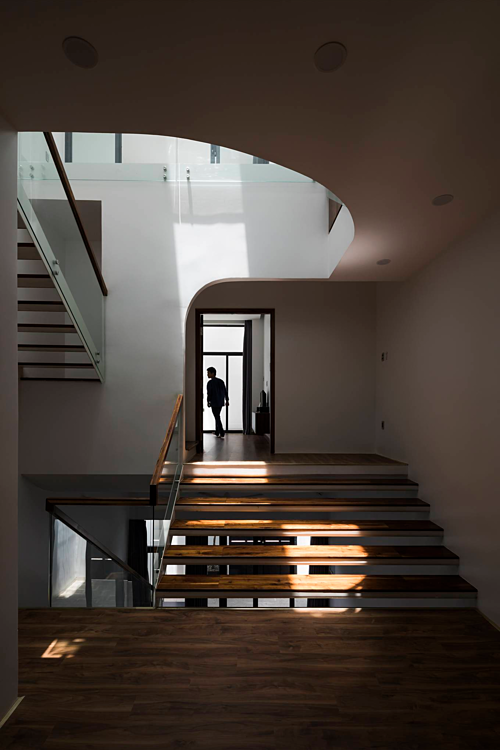 A Saigon house staircase creates friendly spaces - 6