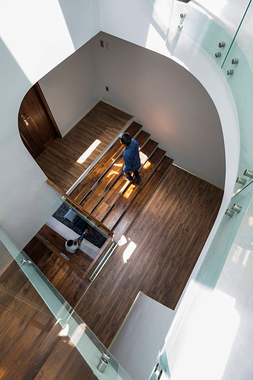A Saigon house staircase creates friendly spaces - 7
