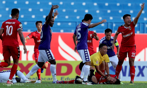 Referee saves Vietnamese footballer's life
