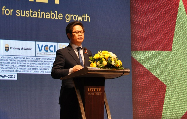 Vu Tien Loc, president of the Vietnam Chamber of Commerce and Industry.