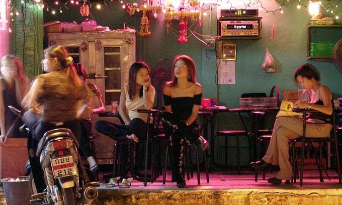 Malaysia arrests 11 Vietnamese women in prostitution raid