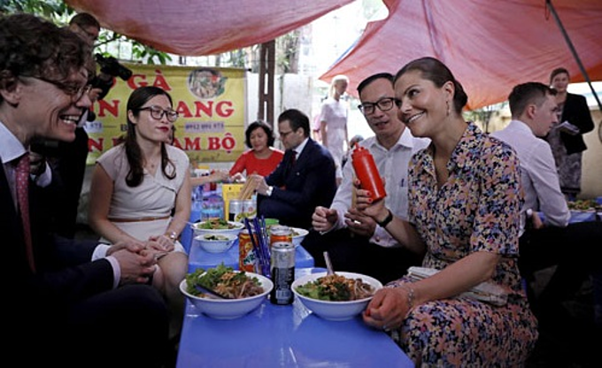 Swedish princess and her entourage at a local noodle soup in Hanoi. Photo by Giang Huy.