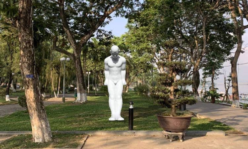 Vietnam province accepts South Korean gift of naked man statue, location an issue