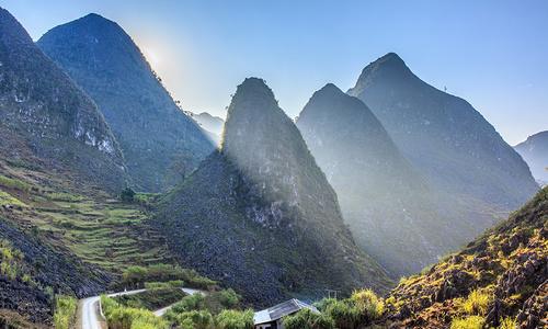 UNESCO geopark Dong Van Plateau allures foreign tourists