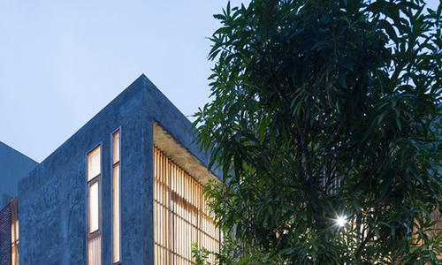 A minimalist house turns a corner in northern Vietnam
