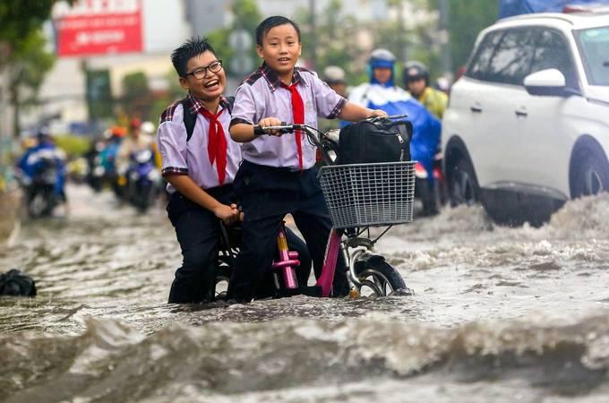 Saigon signs $608,000 pump rental deal for flood prone street
